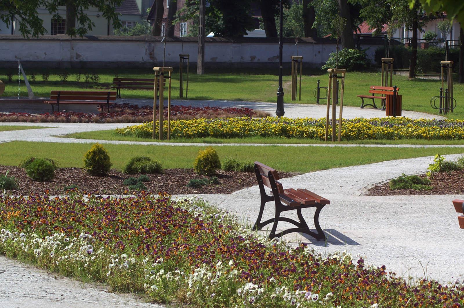 Fontanna - zegar słoneczny w Supraślu